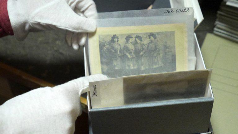 Die Postkartensammlung zu den Frauen-Blaskapellen Anfang des 20. Jahrhunderts